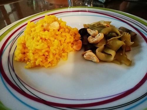 Riz Jaune et Légumes Sautés Aux Noix de Cajou notrebonnefranquette