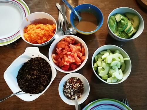 Salade végétarienne aux lentilles et avocat notrebonnefranquette